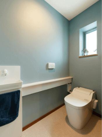 a1be224faa14f 原色や派手な色よりも、ホワイト・ベージュのようにシンプルな色や、淡いグレー、水色といったカラーがおすすめです。 薄めの色を基調にすると、トイレの清潔感が より ...